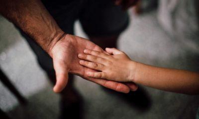 Mani bambino e adulto